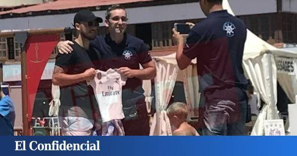 El Posado De Eden Hazard Con La Camiseta Del Real Madrid En Marbella Baseball Cards Sports Baseball