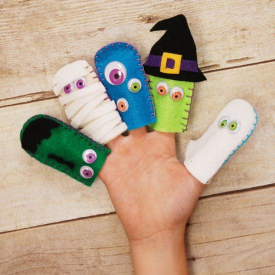 These adorably creepy felt Halloween finger puppets are easy and a great project to make with your kids!
