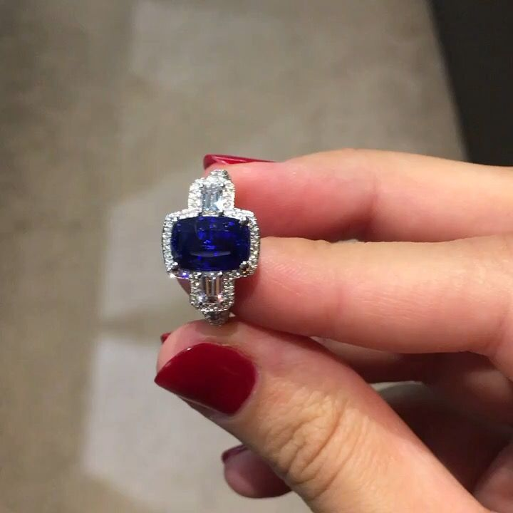 One of our last creation: a white gold ring with a beautiful 3,87 karats cushion shape certified sapphire accompanied by two emerald cut diamonds and pavage on its setting. #waskoll #paris #2017 #sapphire #ring #whitegold #cushion #ceylan #emeraldcut #diamond
