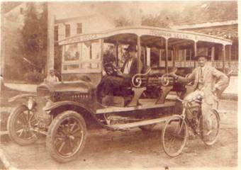 Primeiro ônibus de Blumenau (1914) – ligava o Centro ao Bairro Itoupava Seca (Acervo AHJFS)