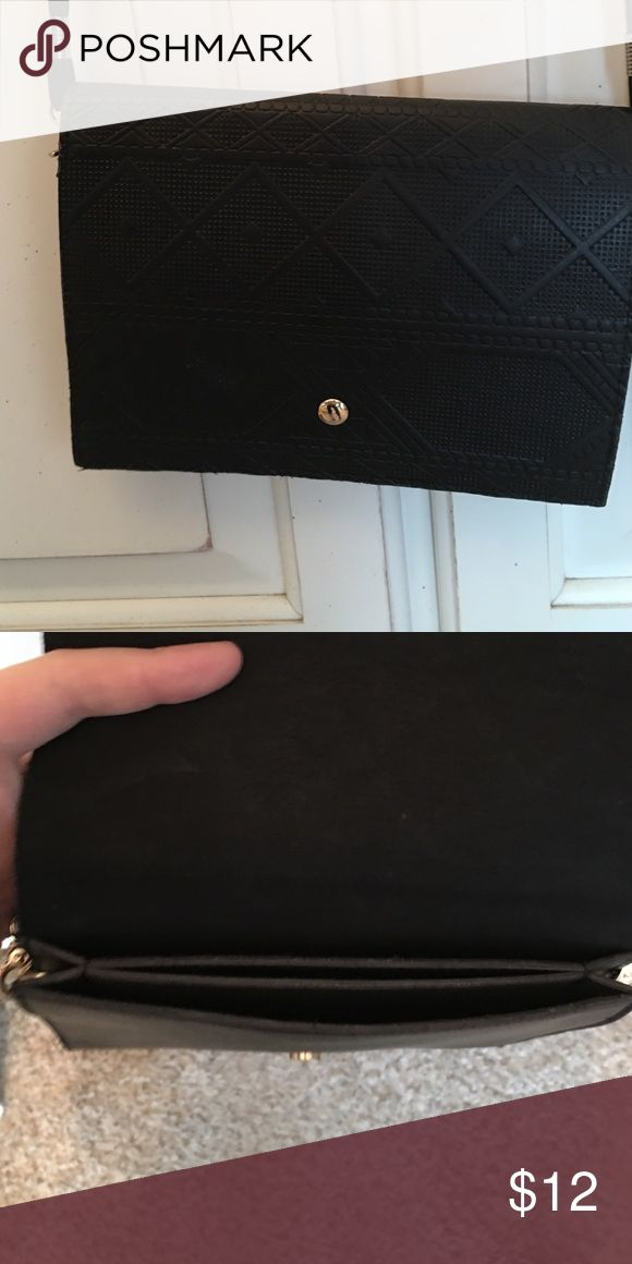 Black purse Little black purse with gold details! Perfect for minimal items or for occasions such as a dinner/going out w friends. I used it in NYC for my ID, debit card, iphone and lipstick. Francesca's Collections Bags Mini Bags