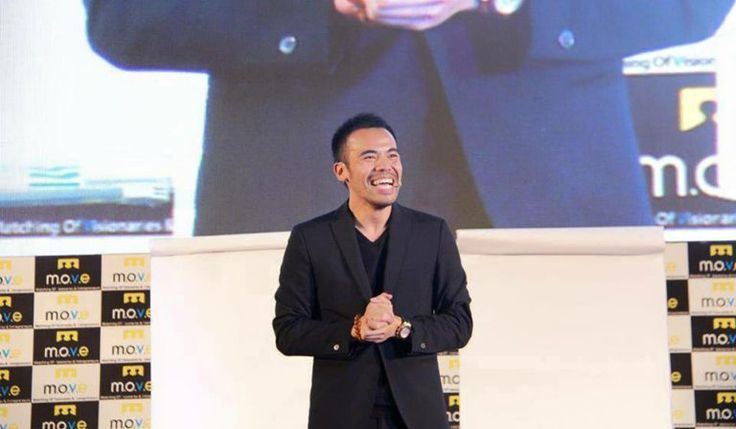 Eric Ho je veľmi úspešný podnikateľ, speaker, autor a filantrop. Eric vlastní skupinu firiem, ktoré mu už v mladom veku zabezpečili finančnú slobodu.  Vlastní najväčšiu spoločnosť, ktorá sa zaoberá spracovanímocelí a pneumatík. Okrem toho tiež vlastní
