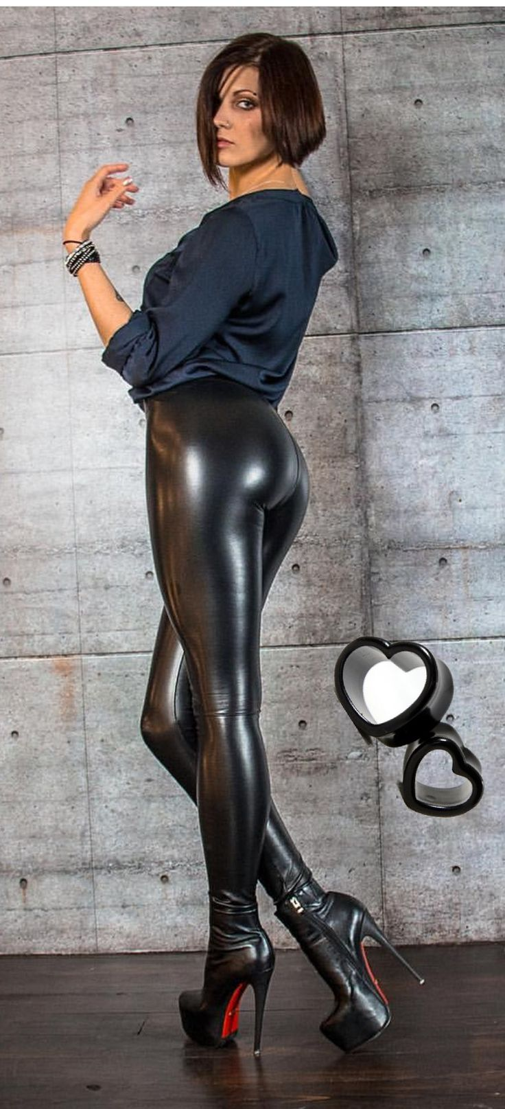 839 best leder leggings images on pinterest leather trousers beautiful clothes and bib overalls. Black Bedroom Furniture Sets. Home Design Ideas