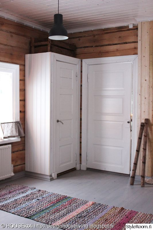 kierrätys,mökki,kaappi,vanha ovi,komero