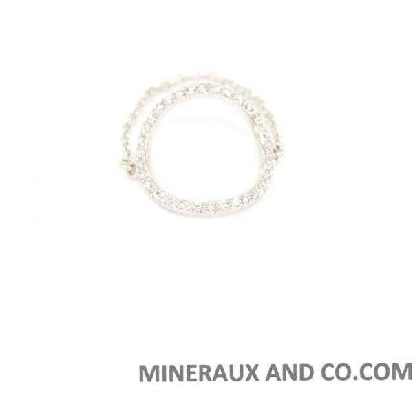 Bague cercle chaîne argent rhodié 925 et zirconiums sertis. Bague anneau d'argent rhodié, entièrement serti de zirconiums blancs, monté sur une chainette en argent.