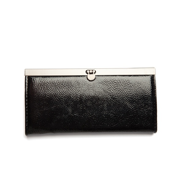You can never have too many clutch purses. This one is a classic, understated fashion statement. #iRockLEGiT