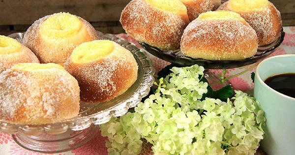 Baka seglarbullar efter Roy Fares recept! Saftiga vetebullar     fyllda med en ljuvlig vaniljkräm och rullade i socker.