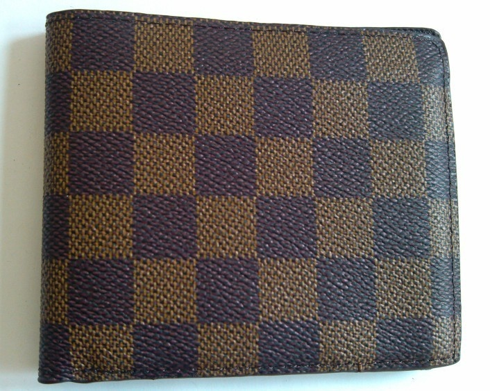 The short section folding wallet, LV classic style, I believe many people are like.6.99 pounds.