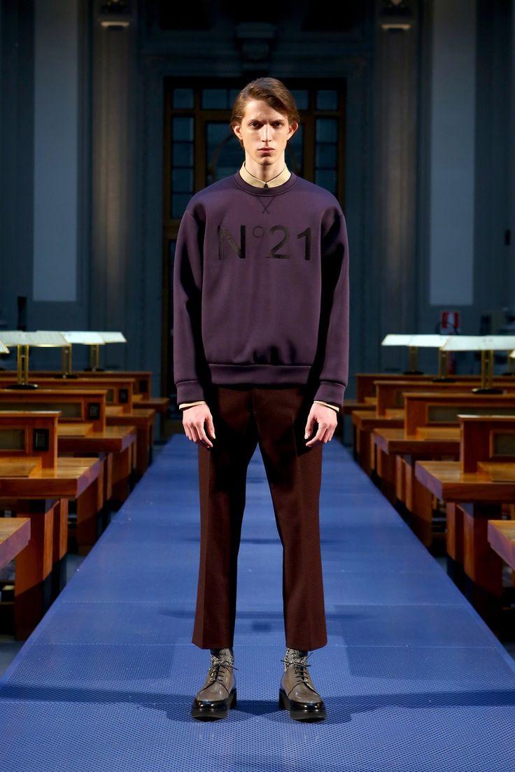 No-21: fall 2014 menswear fashion show. Original to Vogue.com slideshow: https://www.vogue.com/fashion-shows/fall-2014-menswear/no-21/slideshow/collection#11