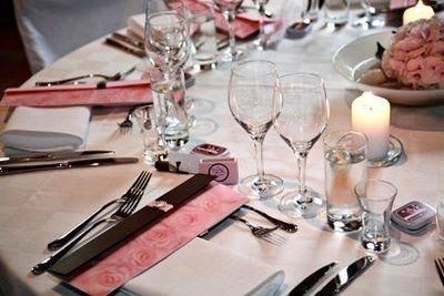Dukningen / Table setting - BröllopsGuiden