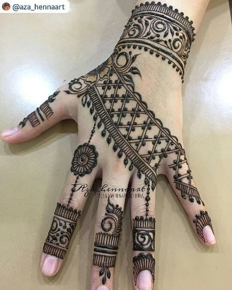 "67 Likes, 1 Comments - imehndi.com (@imehndicom) on Instagram: ""Amazing Mehndi design by @aza_hennaart #repost #naturalmehndi #hennaartistjohor…"""