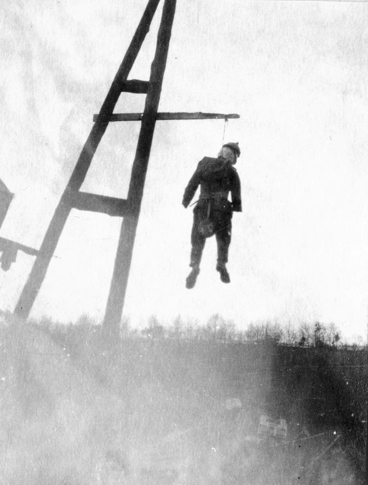 """5 décembre 1918, Dolhain (Belgique). """"The liberated populations exorcise the very harsh German occupation by the hanging of this model wearing a German uniform and a spiked helmet, representing the German Emperor Wilhelm II. This kind of act, however, remains quite isolated."""" FRANZ ADAM / AFP"""