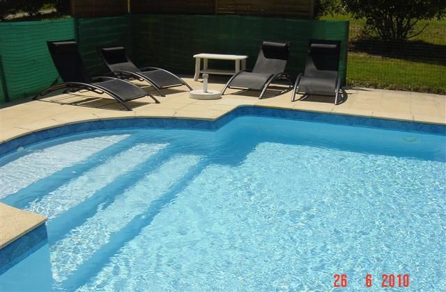 2 Bedroom Barn in Duras to rent from £414 pw, with a private pool. Also with Log fire and DVD.
