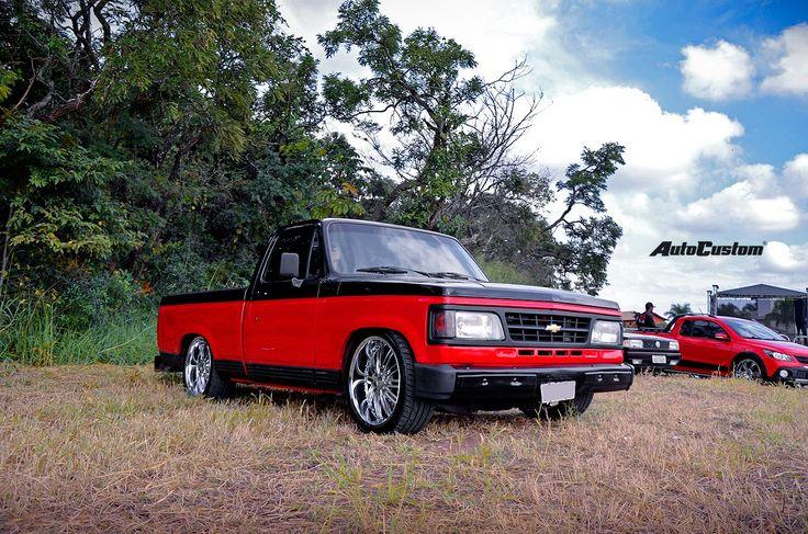 Chevrolet D-20 - Anos 90, Aro 22, Películas escuras, Pick-Up, Rodas cromadas, Saia e blusa, Suspensão rebaixada, Vermelho - AutoCustom