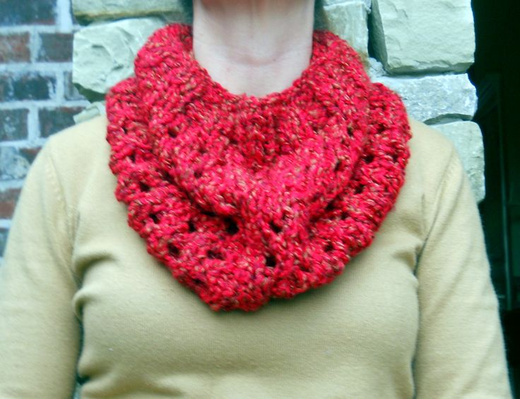 Easy Knitted Cowl Pattern : Easy Knitted Cowl Pattern Cowl patterns, Knitted cowls ...