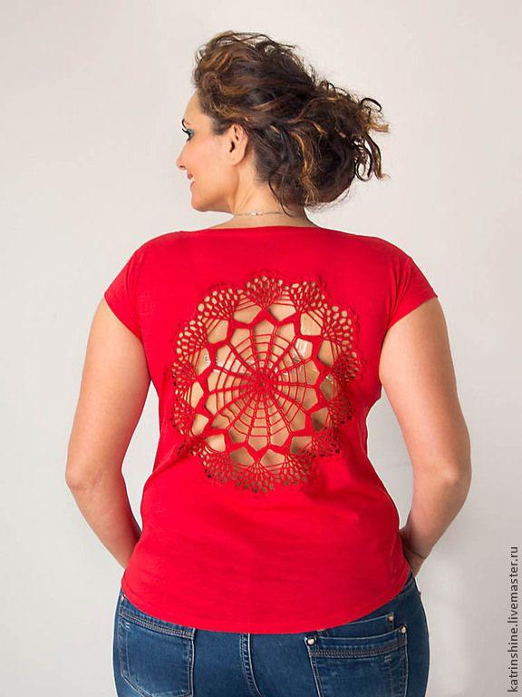 Купить Красная футболка с ажурной аппликацией на спине Размер L - вязаная спина…