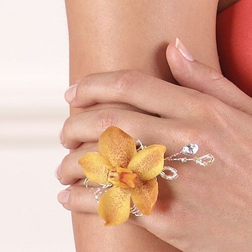 Love this so much more than a wrist corsage