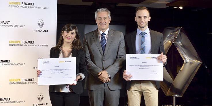 Ganadores del 'Concurso al Mejor Proyecto de Fin de Carrera sobre Movilidad Sostenible' de Fundación Renault por sus investigaciones sobre vehículo eléctrico y predicción del tráfico a partir del vehículo conectado.