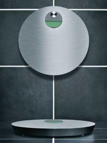 EVA Banyo Baskülü ( Duvar Kancalı ) Banyo basküllleri neden her zaman zemin üzerinde durmalı ? EVA SOLO kullanımadığı zamanlar için baskülü duvara asıyor. Gerekli olan kanca ise ürünün bir parçası. skandinav tasarımının tüm inceliklerini, kalite anlayışını ve fonksiyonelliğini tüm banyonuzda hissedeceksiniz. . Ebat :   Ø 34 cm . Tasarım : Eva Solo Denmark . CR2032 Lityum batarya ve kancası paketin içindedir.