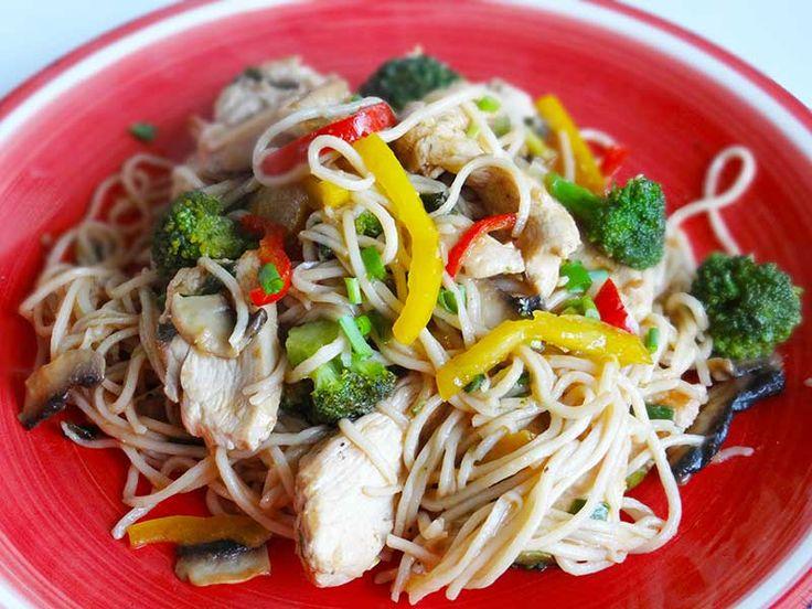 Pui chinezesc cu noodles/Chicken noodles