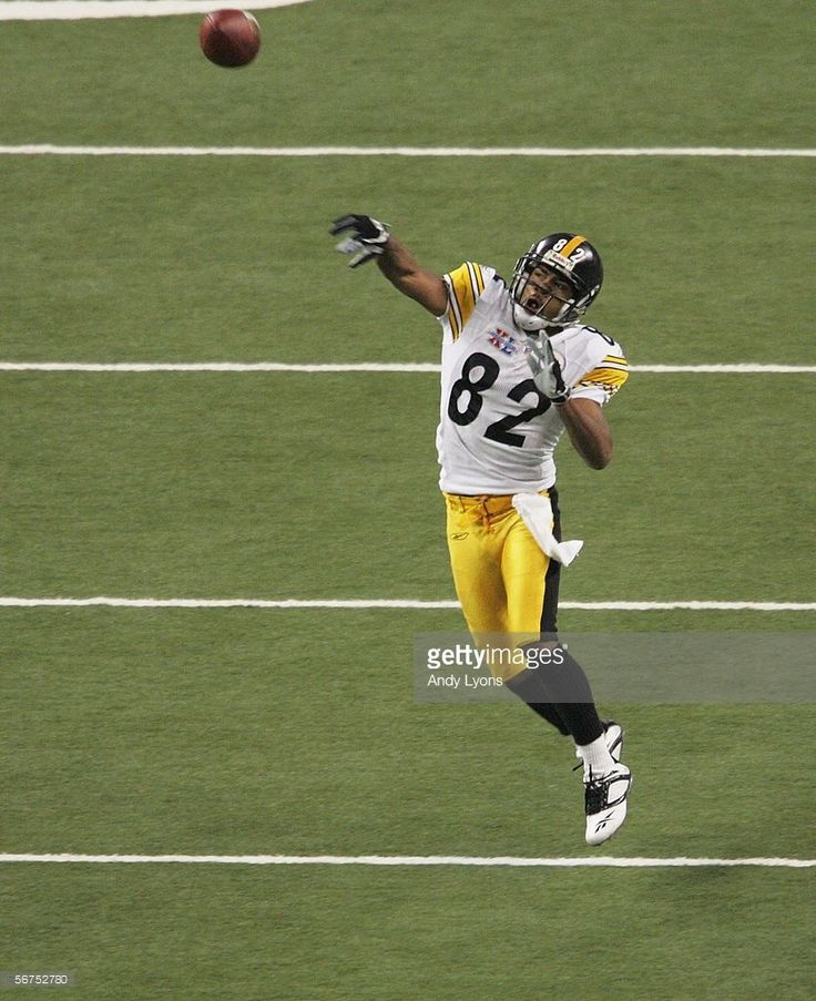 Wide receiver Antwaan Randle El #82 throws a touchdown to wide receiver Hines Ward #86 of the Pittsburgh Steelers in the fourth quarter against the Seattle Seahawks in Super Bowl XL at Ford Field on February 5, 2006 in Detroit, Michigan.