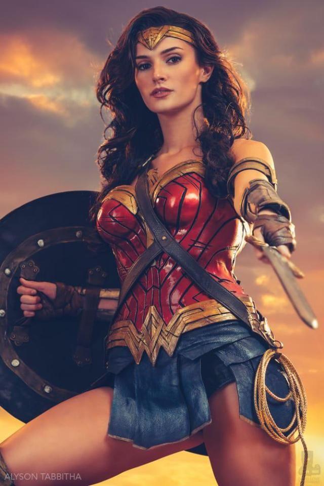 Burlexquisite In 2020 Wonder Woman Wonder Woman Cosplay Wonder Woman Art