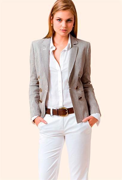 Модель элегантного делового женского костюма