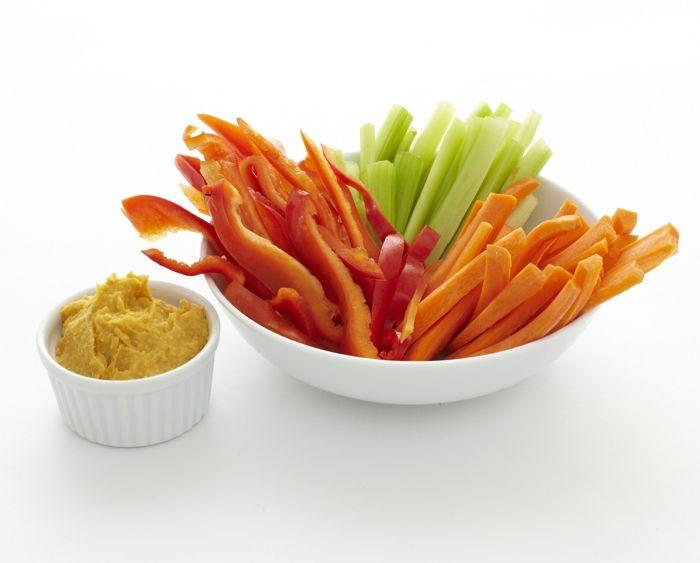 kichererbsen nährwerte einfaches rezept zum genießen hummus als dip mit paprika möhren und gurken