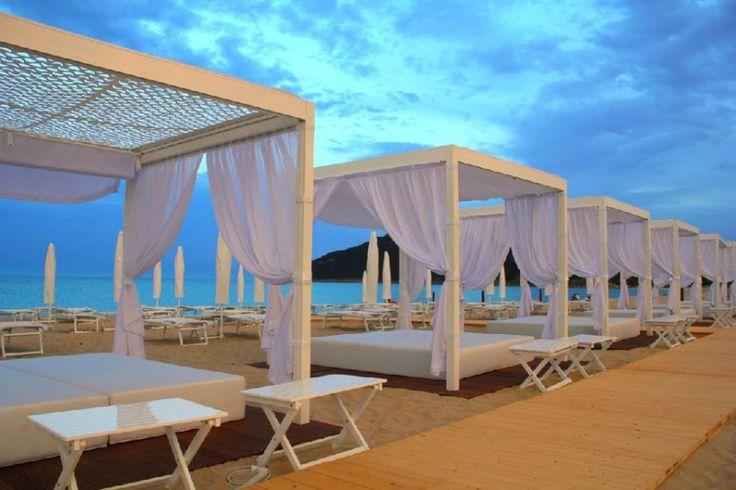 Is Fradis beach Club in Cala Sinzias near selected Villas http://www.luxuryholidaysinsardinia.com/case-vacanza-in-sardegna/migliori-case-vacanze.html