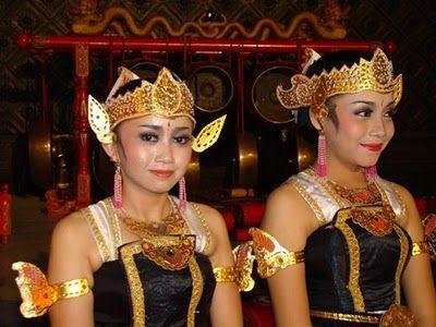 Bailarinas del Ballet del Ramayana en Prambanan
