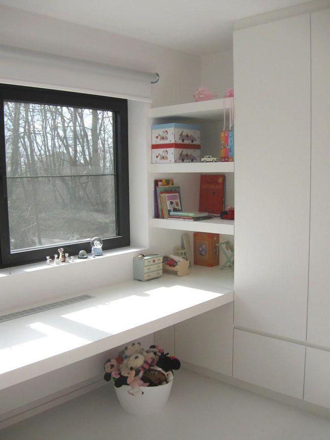 Zwevende bureau met opbergruimte