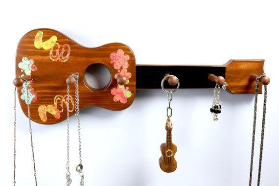 Ukulélé bijoux, porte-clé, tongs, fleurs de frangipanier