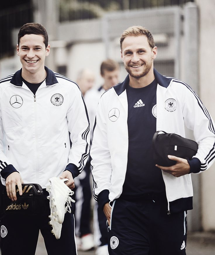 Jule and Benni - German NT. The Schalke babes. ;) Those smiles. <3