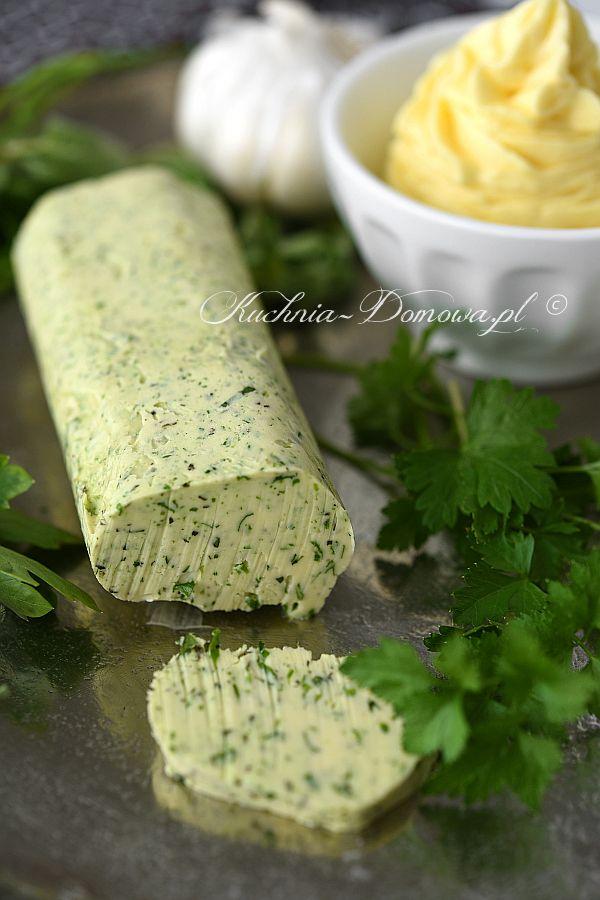 Masło z ulubionymi ziołami można podawać do mięsa i warzyw z grilla, ryb, bagietki lub po prostu do chleba.