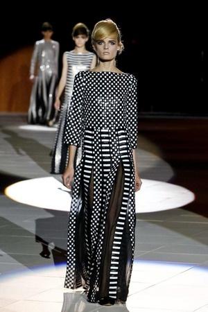 Marc Jacobs vai de ultragrafismo em contrastes em desfile de verão 2013 na semana de moda de Nova York