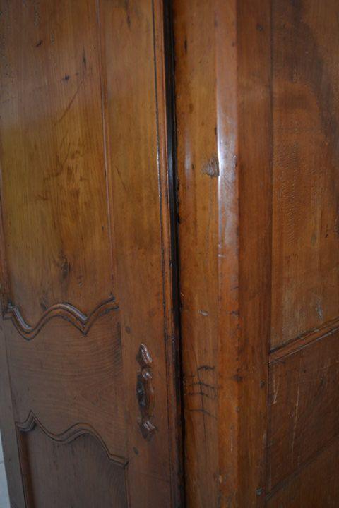Armadio Luigi XV ciliegio massello primo '800 barra mossa