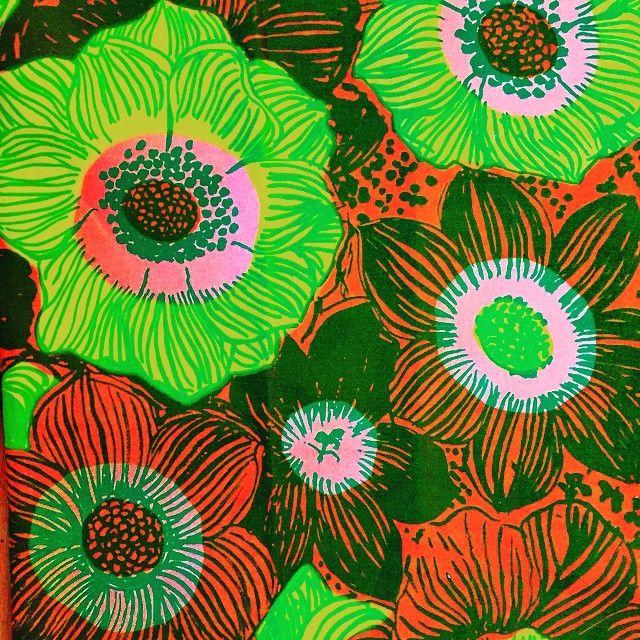 """""""Anemone"""" av Viola Gråsten. #latapigan #vintage #vintagetyg #vintagetyger #vintagefabric #retro #retrotyg #retrofabric #violagråsten #gråsten #fikoform #fikochform #fikoformfestival"""
