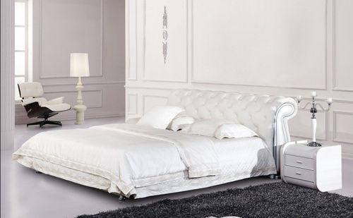 Кожаная кровать 1031  Татами с п/м  Гламурного вида белоснежная кровать Татами 1031, выполненная на основе массива тропической гевеи, раскинется посреди вашей спальни островком безмятежного покоя.    Классическая кровать 1031 . Изголовье красиво декорировано стразами, по бокам вставки из искусственной кожи с мраморным рисунком. С обратной стороны изголовья-искусственная кожа. Боковины и изножье имеют полукруглую форму, так же отделаны искусственной кожей.       Размеры спального места…