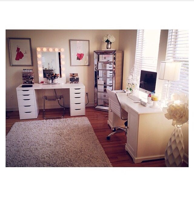 Almost exactly how I want my Makeup room/ Office to be set up!