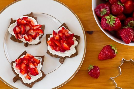 Fabulously, festively fun Strawberry Maple Leaf (shaped) Cheesecake Bites to enjoy on July 1st. #food #strawberry #cheesecake #cookies #maple_leaf #Canada #Canada_Day #Canadian #red #white #Kai #Maori