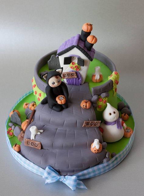 fondant trick or treat characters for halloween cakes | trick or treat jpg by rednalie via flickr