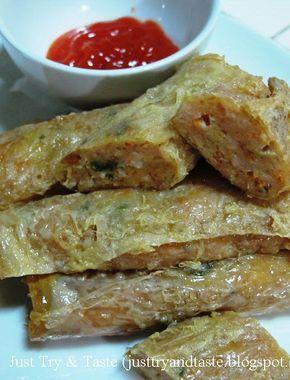 Cincangan ayam dan udang dalam gulungan kulit kembang tahu ini sedap dan gurih.