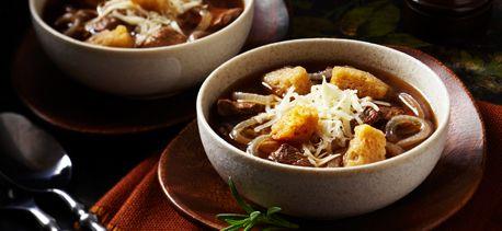 Soupe nourrissante au bœuf et à l'oignon