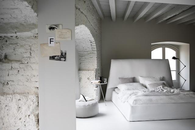 Méchant Design: white bedroom