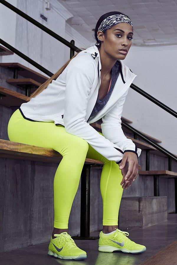 Train like a pro with gear made for the gym. Get Skylar Diggins' workout look. The Nike Zoom Fit Agility, Hyperwarm Mezzo Tight, Club Waves Boyfriend T-Shirt and Hypertech Full-Zip. #NikeZoom
