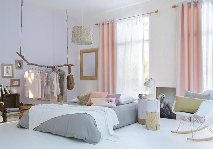 Une chambre blanche et féminine grâce aux couleurs pastel