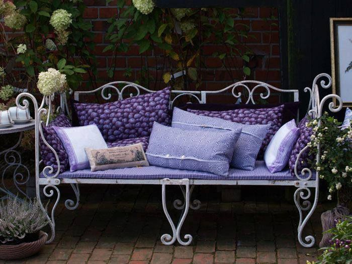Que tal um cantinho lilás para relaxar? #relax