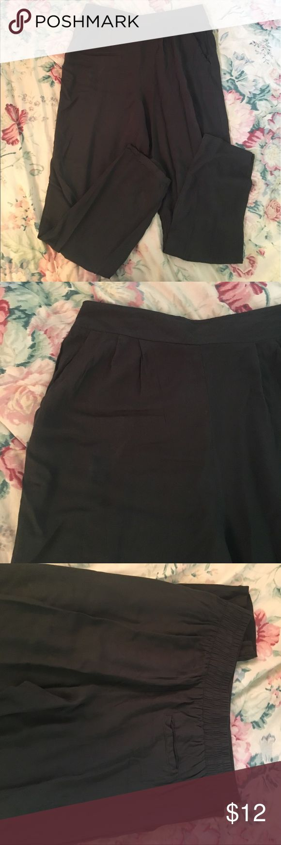 Forever 21 Forest Green Pants Great condition! Has elastic waist. 2 front pockets and one in back. Forever 21 Pants Straight Leg