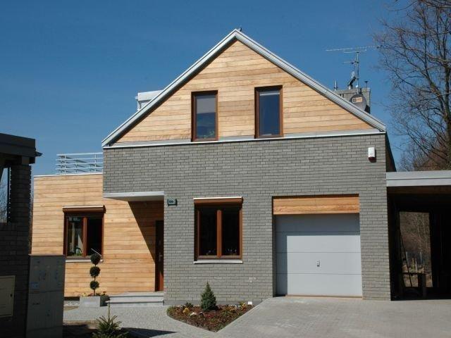 Elewacja - połączenie drewna i cegły klinkierowej
