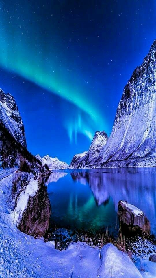 """Love this very beautiful blue picture"" Aurora boreal"